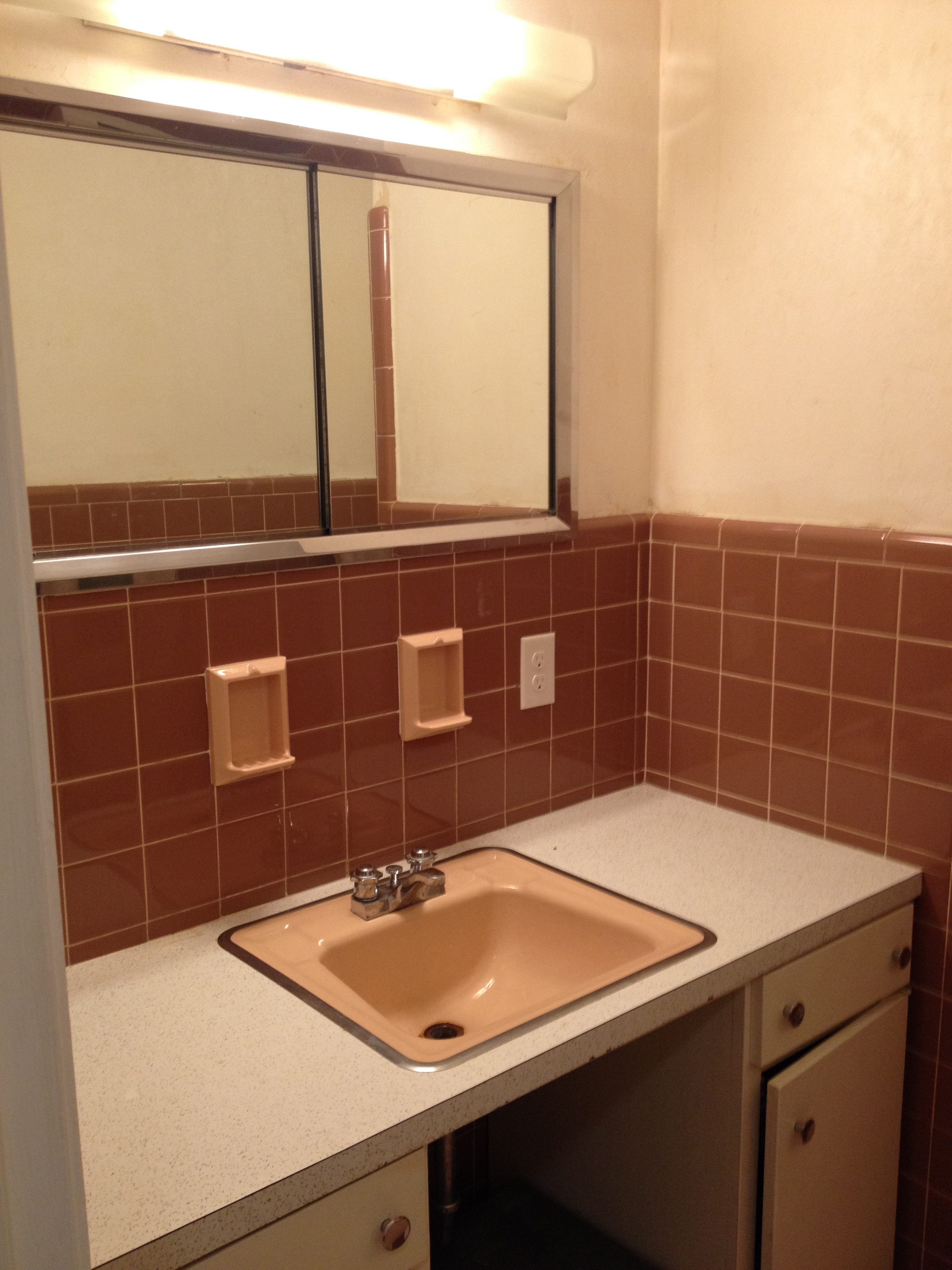 1950 s bathroom orangecountyfamily for Old bathroom tile replacement